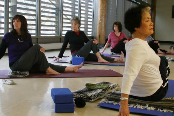 hp-yoga, group session